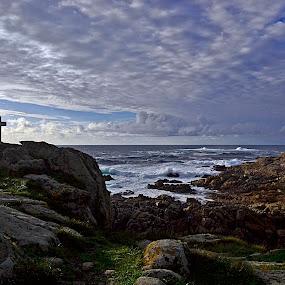 Bendiciendo el faro by Lidia Noemi - Landscapes Travel ( cielo, rocas, cruz, mar, costa, faro,  )