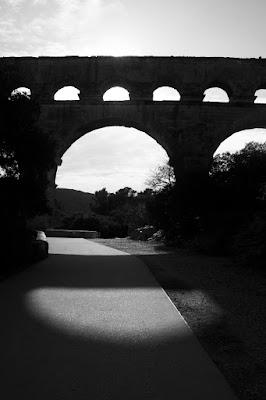 Le pont du Gard en ombres chinoises