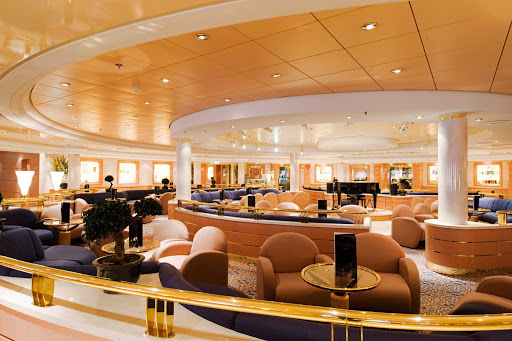 MSC-Lirica-Beverly-Hills-Bar - Live piano music sets the tone in the inviting Beverly Hills Bar.