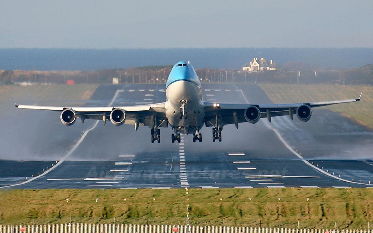 Airplane Takeoff Wallpaper