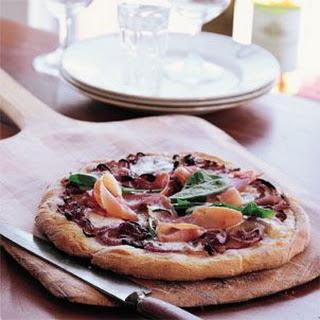 Pizza with Onion, Prosciutto and Mozzarella (Pizza di Cipolle, Prosciutto e Mozzarella)