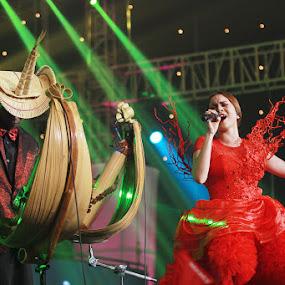 Geisha by Havidz Zhurrahman - People Musicians & Entertainers ( concert, band, singing, performance, stage )