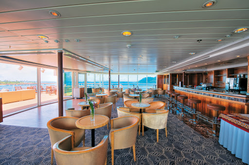 Used for continental breakfast and afternoon tea, this spectacular observation lounge atop the Gauguin also transforms into a nightclub with an indoor/outdoor dance floor.