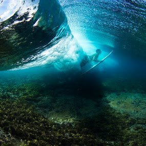 Cloudbreak duck dive by Dave Nilsen - Sports & Fitness Surfing