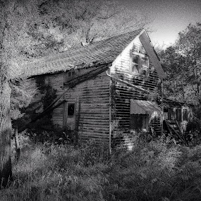 The Farm by Eddie Tuggle - Buildings & Architecture Decaying & Abandoned ( farm, old, harveyville, ks, house, usa )