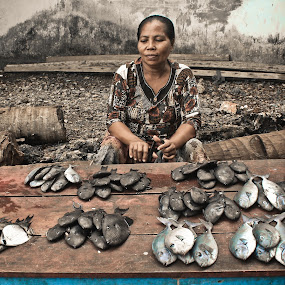 TRADITIONAL FISHMONGER by Alief N Ardiansyah - People Street & Candids ( market, sell, fish, traditional, women )