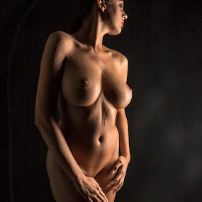 LowKey by Thomas ST0LL - Nudes & Boudoir Artistic Nude