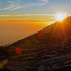 by Hong Yc - Landscapes Sunsets & Sunrises