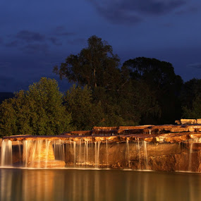 Bushmans Nek water by night  by Victor Queiroz - Landscapes Waterscapes ( drakensburg )