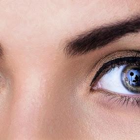 Self portrait in your eyes by Viorel Stanciu - People Body Parts ( portait, fashion, self portrait, reflexion, eyes,  )