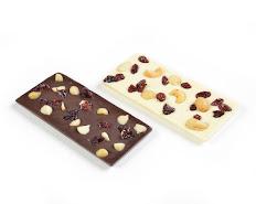 פלטת שוקולד חלב או לבן עם פירות , פיסטוק ואגוזים
