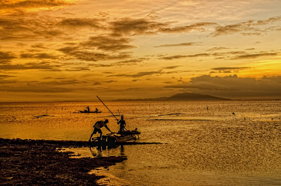 A Days' Work by Farley Avellaneda - Landscapes Sunsets & Sunrises ( silhouette, sea,  )
