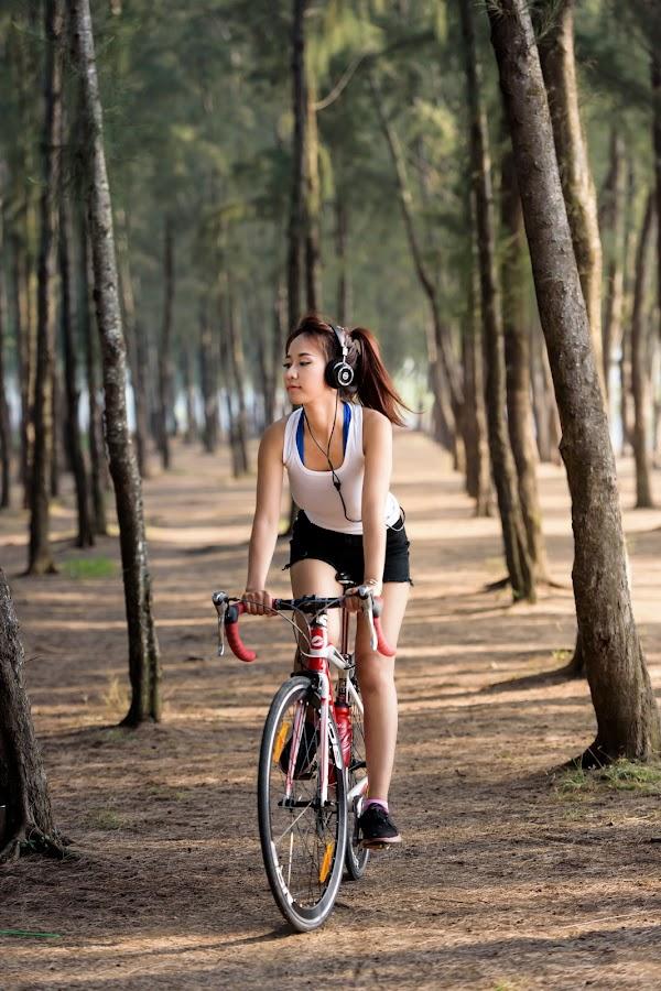 Xe Đạp by Mai Trần - People Portraits of Women ( music, girl, beautiful, bicycle )