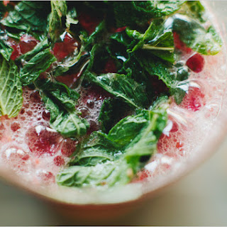 STRAWBERRY GRAPEFRUIT SMASH // Serves 8.