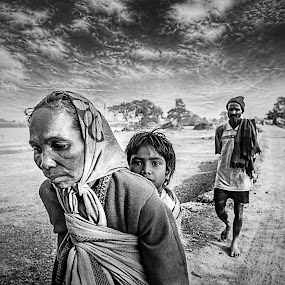 || HOME BOUND ... at the End of the Day || by Sankalan Banik - Black & White Street & Candid