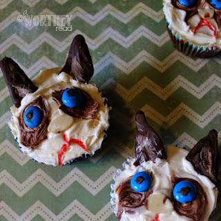 How To Make Grumpy Cat Cupcakes.