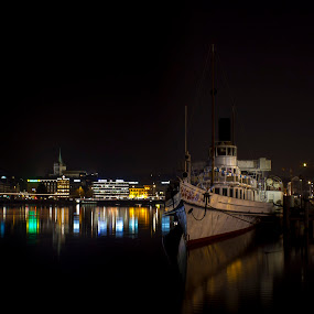 The still night by Prajwal Ullal - Landscapes Travel ( night photography, geneva, lake, landscape, boat, , city at night, street at night, park at night, nightlife, night life, nighttime in the city )