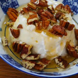 Greek Yogurt with Agave Nectar and Pecans