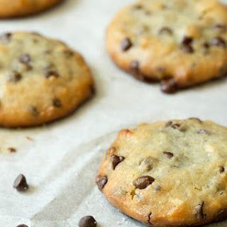The Paleo Kitchen Sneak Peek – Macadamia Chocolate Chip Cookies