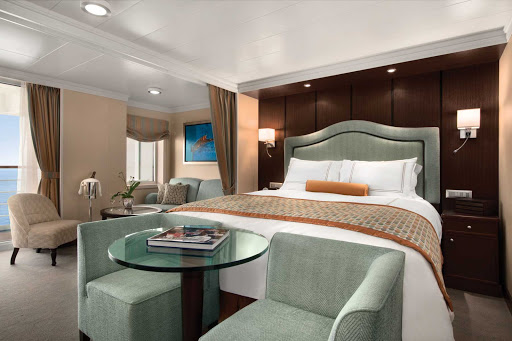 Oceania_OClass_Penthouse_Suite - Luxuriate in the exquisite Penthouse Suite of Oceania Marina during your travels.