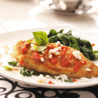 Chicken with Red Pepper Sauce and Spinach Recipe