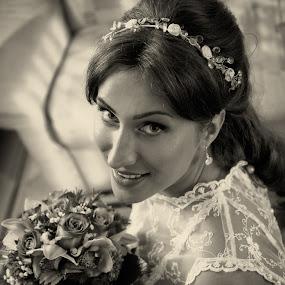 Jelena by Jovan Barajevac - Wedding Bride ( glamour, bouquet, b&w, novi sad, wedding, beautiful, bride, flower, portrait )