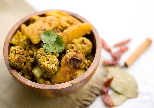 Aloo Gobhi - Curried Potato N Cauliflower Recipe
