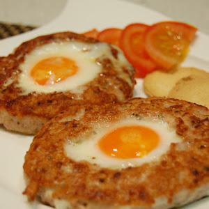 Hamburger Stuffed with Fried Egg