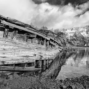 Stranded by Bjørn Kristiansen - Black & White Landscapes ( shipwreck, wreck, dramatic, landscape, lofoten,  )