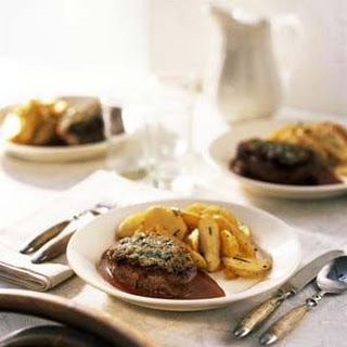 Herb-Crusted Beef Medallions with Zinfandel-Shallot Sauce