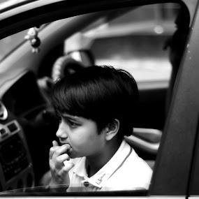 mirror of honesty by Pritam Das - Black & White Street & Candid ( honesty, black and white, innocent, children, street photography )