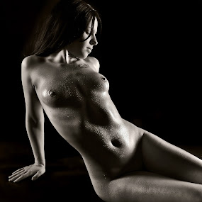 shiny beads by Andrzej Pradzynski - Nudes & Boudoir Artistic Nude ( studio, model, bare body, nude, bodyscapes, lowkey, droplets )