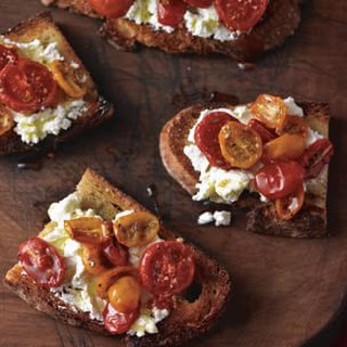 Toasted Bread with Caramelized Tomatoes and Ricotta