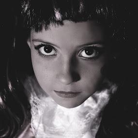 Dark Leady by Agnieszka Pogorzałek Gross - Black & White Portraits & People ( agnieszka, ocho, pogorzałek, monster high )