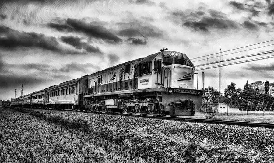 Kereta Api in Black White by Randi Pratama M - Black & White Objects & Still Life ( bw, train )