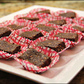 Healthy RAW (No-Bake) Brownie Bites.