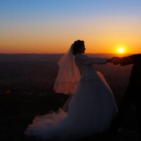 Happy by Vasiliu Leonard - Wedding Bride & Groom ( wedding photography, fotograf nunta iasi, nunta iasi, wedding day, wedding, fotogrtafii nunti iasi, luxmariaj, bride and groom, wedding photographer, sedinta foto nunta, bride, vasiliu leonard,  )