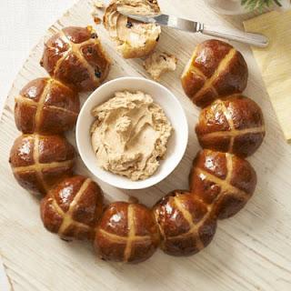 Hot Cross Bun Ring With Spiced Honey Butter