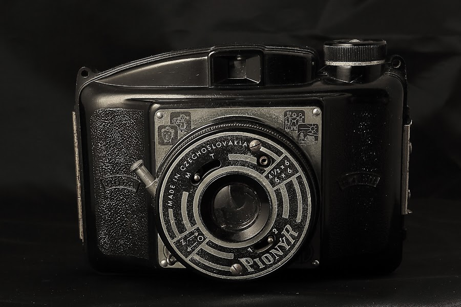 Pionyr by Charles KAVYS - Artistic Objects Antiques ( 6x6cm, old camera, made in czechoslovakia, pioneer, pionýr,  )