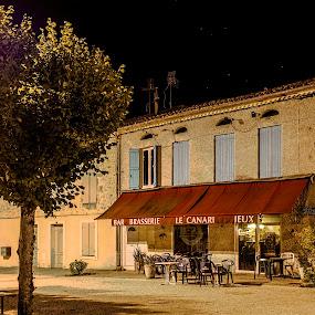 Fermé / Closed by Marcel de Groot - City,  Street & Park  Night ( photo-marcel.com, lot-et-garonne, sos, village, night photography, café, canari, closed, france, bar, brasserie, fermé, medieval )