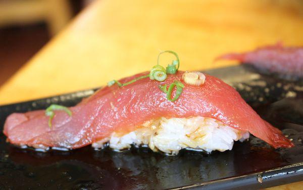 【宜蘭-樂屋日本料理】台味家庭日本料理店·鮭鮪魚握壽司好厚又大片!!