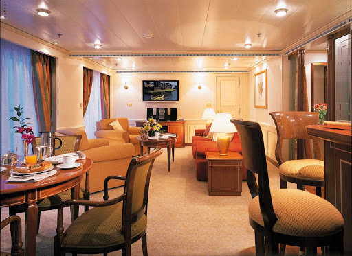 Owners_Suite_Silver_Shadow_Whisper - The Owner's Suite on Silver Shadow is stylishly appointed. It's available as a single bedroom or as a two-bedroom configuration when adjoined with a Vista Suite.