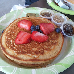 GF pancakes with maple syrup & fruit
