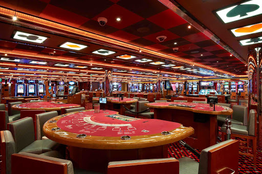 Carnival-Breeze-Casino - Try your luck on Carnival Breeze in the Casino Bar.