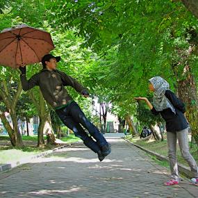 terbanglah.. by Wahyu Jr. Abadi - People Couples ( levitation, park, fly, street, umbrella, geghans, candid, couple, surabaya,  )
