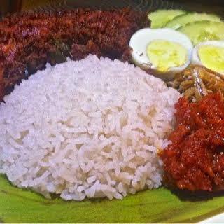 Nasi Lemak ( Malaysian Coconut Milk Rice ).