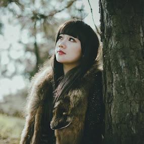 Rừng Na-uy by Chuyên Blue - People Portraits of Women