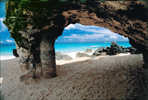 Bermuda-Rock-Arch - Sail the Caribbean on Norwegian Cruise Lines and explore the arches, caves and other natural rock formations on Bermuda's beaches.