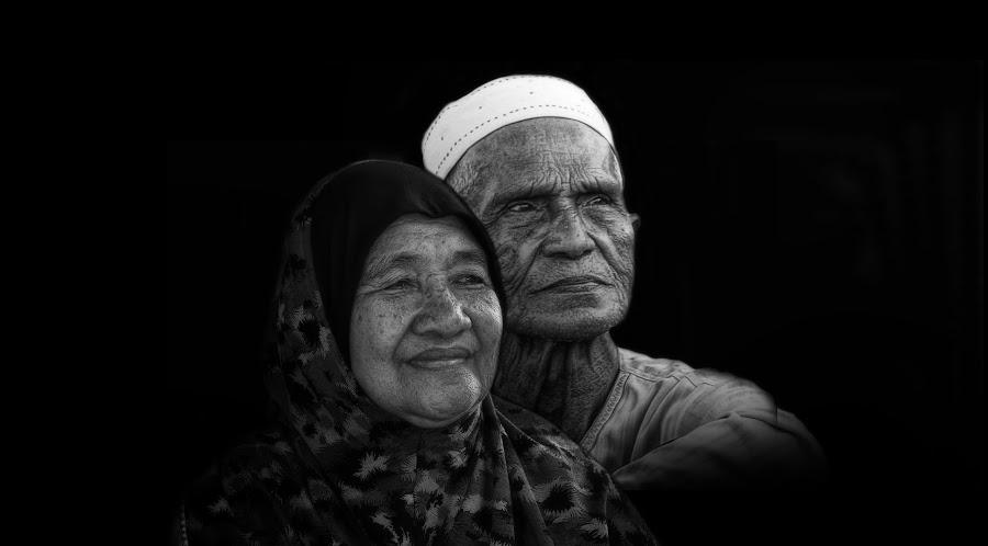 ... by Zulkifli Yusof - Black & White Portraits & People ( couple, old people )