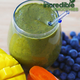 """Blueberry-Mango """"Mega-Carotene"""" Green Smoothie"""
